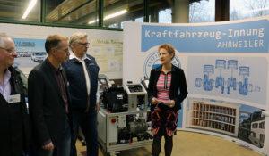 Ein neues Fahrzeugklimaanlage Trainingssystem stellte die KFZ Innung Ahrweiler der BBS für die Ausbildung zur Verfügung