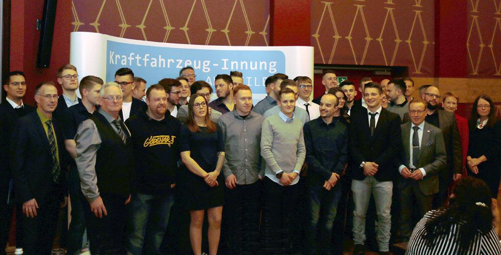Die Absolventen der diesjährigen Gesellenprüfung zum KFZ-Mechatroniker der Innung Ahrweiler